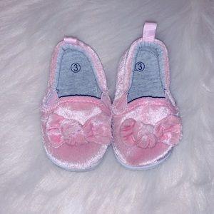 💕Girls Light Baby Pink Velvet Slip On Shoes💕